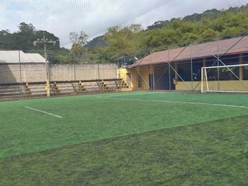 Disputas de jogos amistosos no campo de grama sintética em Marechal Floriano