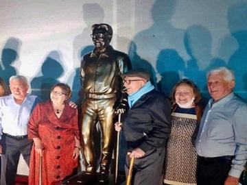Festa da Polenta de Venda Nova inaugura escultura em homenagem ao seu fundador 2