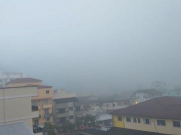 Forte corrente de neblina cobre as montanhas do Estado e a BR 262