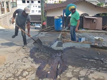Rua esburacada será recuperada pela Prefeitura de Marechal Floriano durante o dia de hoje 09