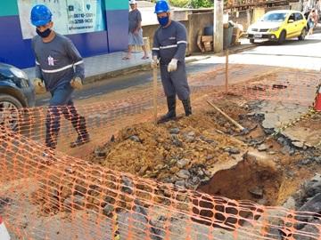 Tubulação é instalada após o rompimento de canos que fornecem água tratada em Marechal Floriano 2