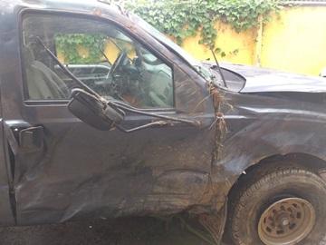 Caminhonete tomba ao retornar da Ceasa e fica destruída em Domingos Martins