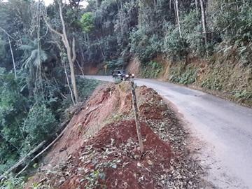 Queda de barranco em estrada do interior provoca perigo em via de Alfredo Chaves