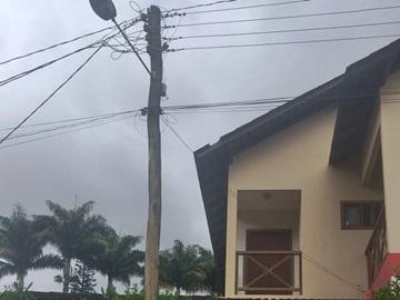 Sinal de apodrecimento em poste preocupa moradores em Marechal Floriano
