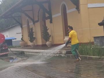 Atual Museu da Imigração em Marechal Floriano lavado com jatos de água