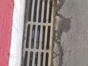 Esgotos pluviais são desentupidos em Marechal Florian