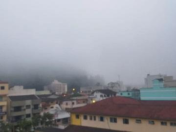 Neblina fecha Marechal Floriano na manhã desta segunda feira 09