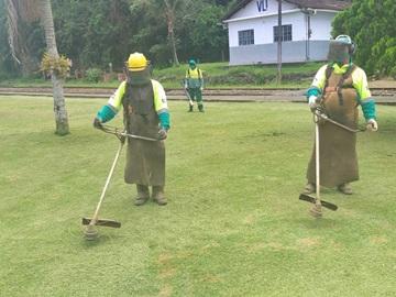 Piso de grama rebaixado para o programa Natal Luz em Marechal Floriano