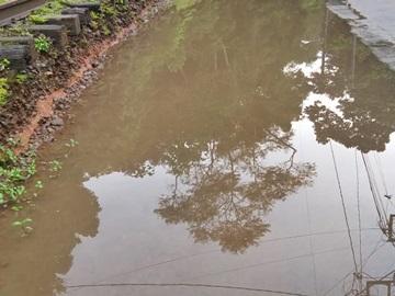 Águas das chuvas desta quinta feira 03 invadem a Rua da Linha em Marechal Floriano