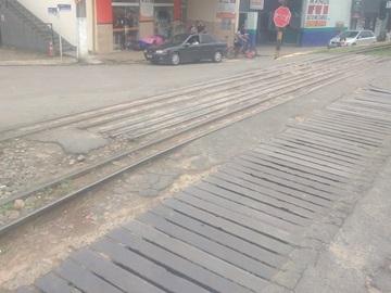 Colisão entre caminhonete e bicicleta em cruzamento de ruas em Marechal Floriano