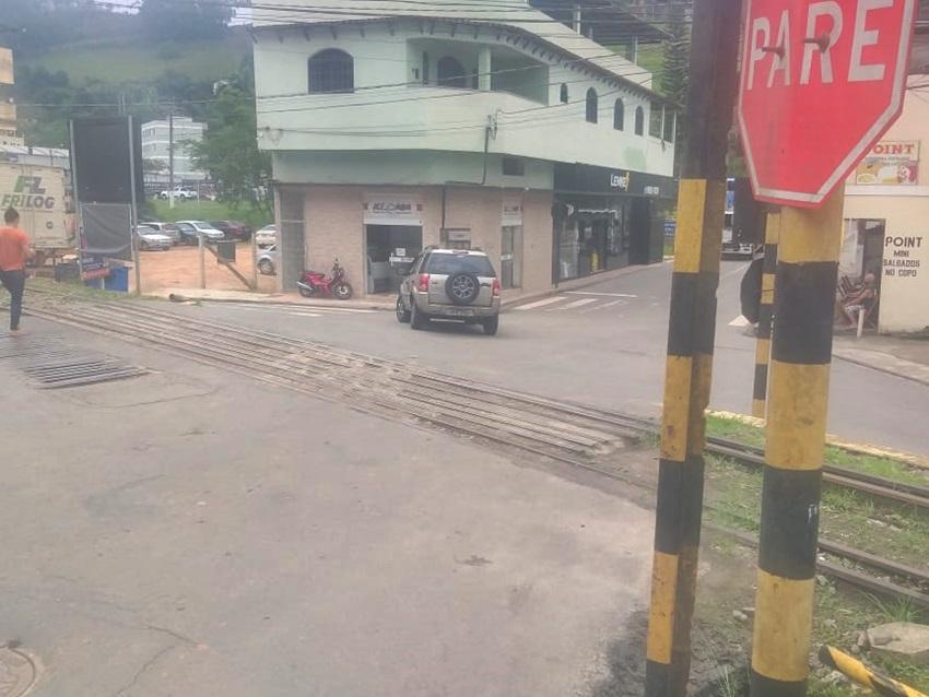 Colisao_entre_caminhonete_e_bicicleta_em_cruzamento_de_ruas_em_Marechal_Floriano_2
