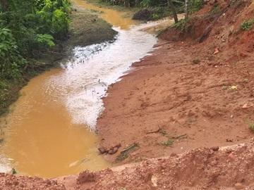 Obra de pavimentação e drenagem paralisada pelas fortes chuvas em Marechal Floriano