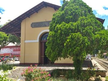 Jibóia é encontrada ao lado da antiga estação ferroviária em Marechal Floriano
