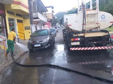 Ruas lavadas no fim desta madrugada em Marechal Floriano