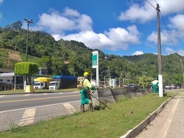 Ruas são lavadas e capim alto é cortado em Marechal Floriano