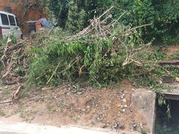 Prefeitura de Marechal Floriano continua com limpeza na Sede