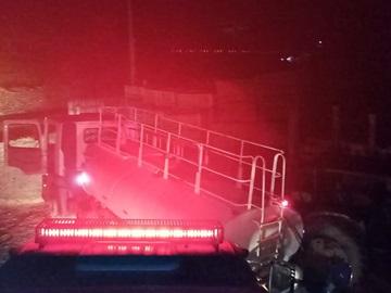 Bombeiros combatem incêndio em serralheria em Venda Nova