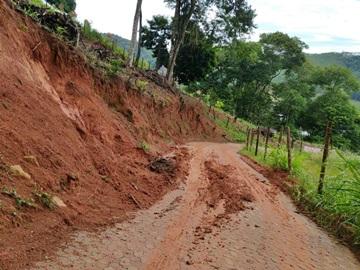 Lamaçal em estrada vicinal de Araguaia será removido hoje