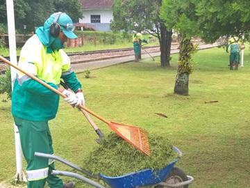 Prefeitura segue limpando locais públicos em Marechal Floriano 2
