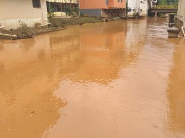 Rio Braço Sul do Jucu ameaça invadir ruas em Marechal Floriano