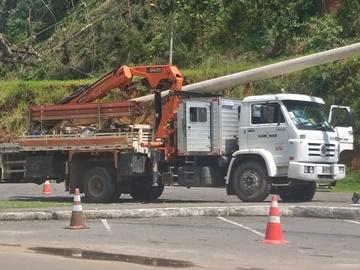 Começam as substituições de postes destruídos por temporal em Marechal Floriano