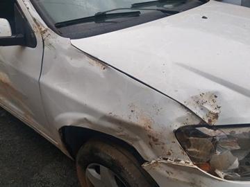 Acidente destrói carro no interior de Domingos Martins