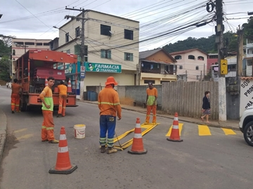 Redutores de velocidade e faixas de pedestres recebem pinturas novas em Marechal Floriano
