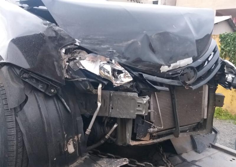 carro destruido em acidente
