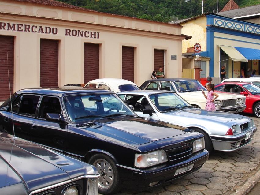 Moradores-se-organizam-para-receber-mais-de-100-carros-antigos-em-Araguaya-2
